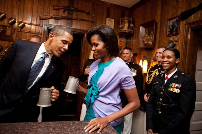 barack-checks-out-whats-in-michelles-mug-at-the-marine-barracks-evening-parade-in-washington-on-july-24-2009