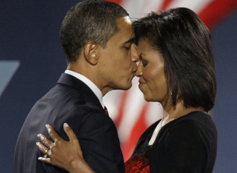 barack_michelle_kiss-thumb-473x344