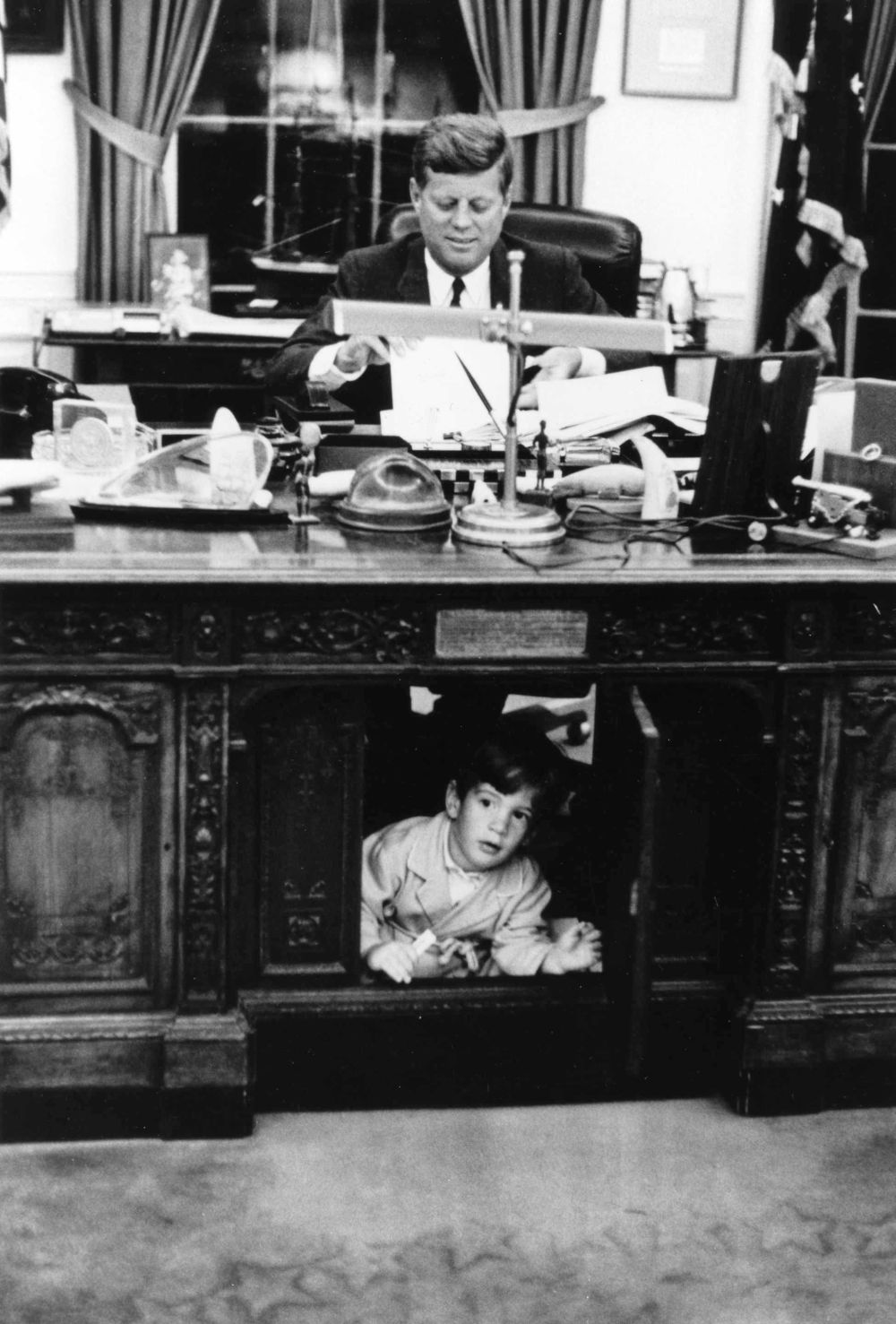 Have you ever seen these pictures democratic underground - Jfk oval office desk ...