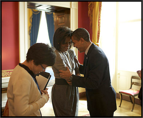 michelle-barack-body-language_487x402