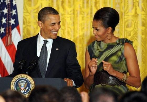 obama-checks-out-the-first-lady