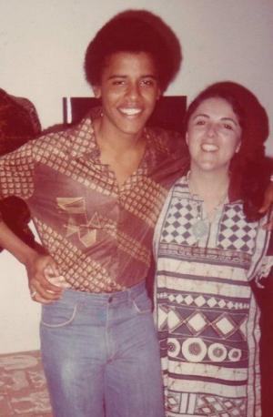 080312-national-barack-obama-and-mom-Stanley-Ann-Dunham