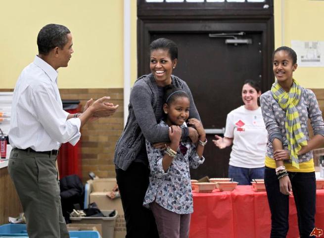 barack-obama-michelle-obama-sasha-obama-malia-obama-2011-1-17-12-20-24