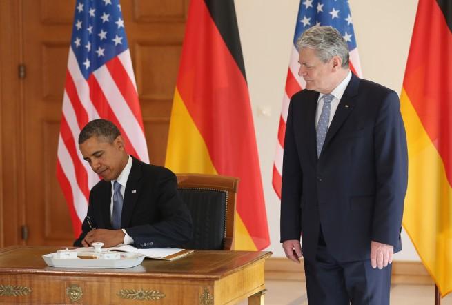 Barack+Obama+President+Obama+Visits+Berlin+nJ6XuIY_qPmx