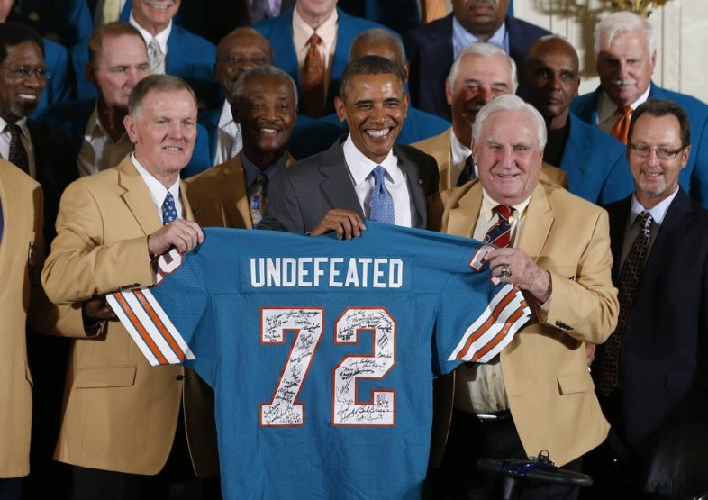 1972 miami dolphins meet president obama the obama diary president barack obama poses for photos with members of the 1972 miami dolphins including head coach don shula r quarterback bob griese l m4hsunfo