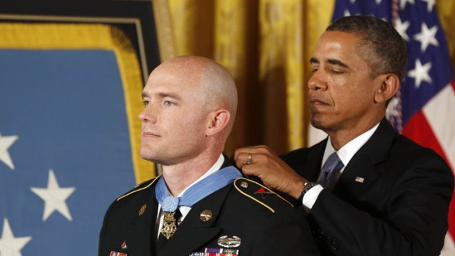 2013-08-26T195248Z_264280739_GM1E98R08JL01_RTRMADP_3_USA-OBAMA-MEDALOFHONOR
