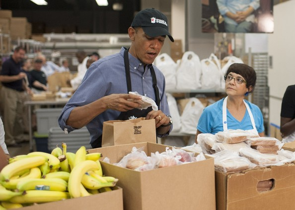 Barack+Obama+Barack+Obama+Packs+Food+Donations+sw1w2VF86isl