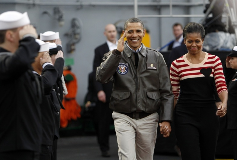Obama-wearing-flight-jacket