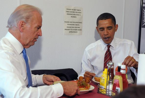 Obama+Biden+Eat+Lunch+Burger+Place+Arlington+mZKs7Fdkm4tl
