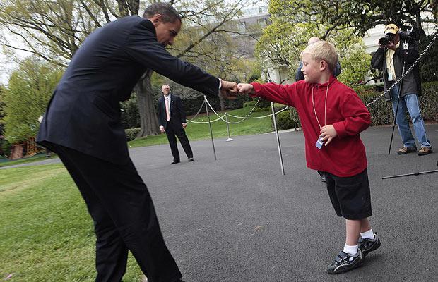 obama-fist-bump_1387408i