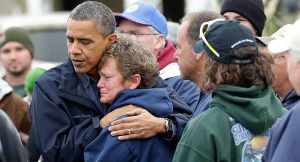 121031_obama_hug_sandy_ap_605