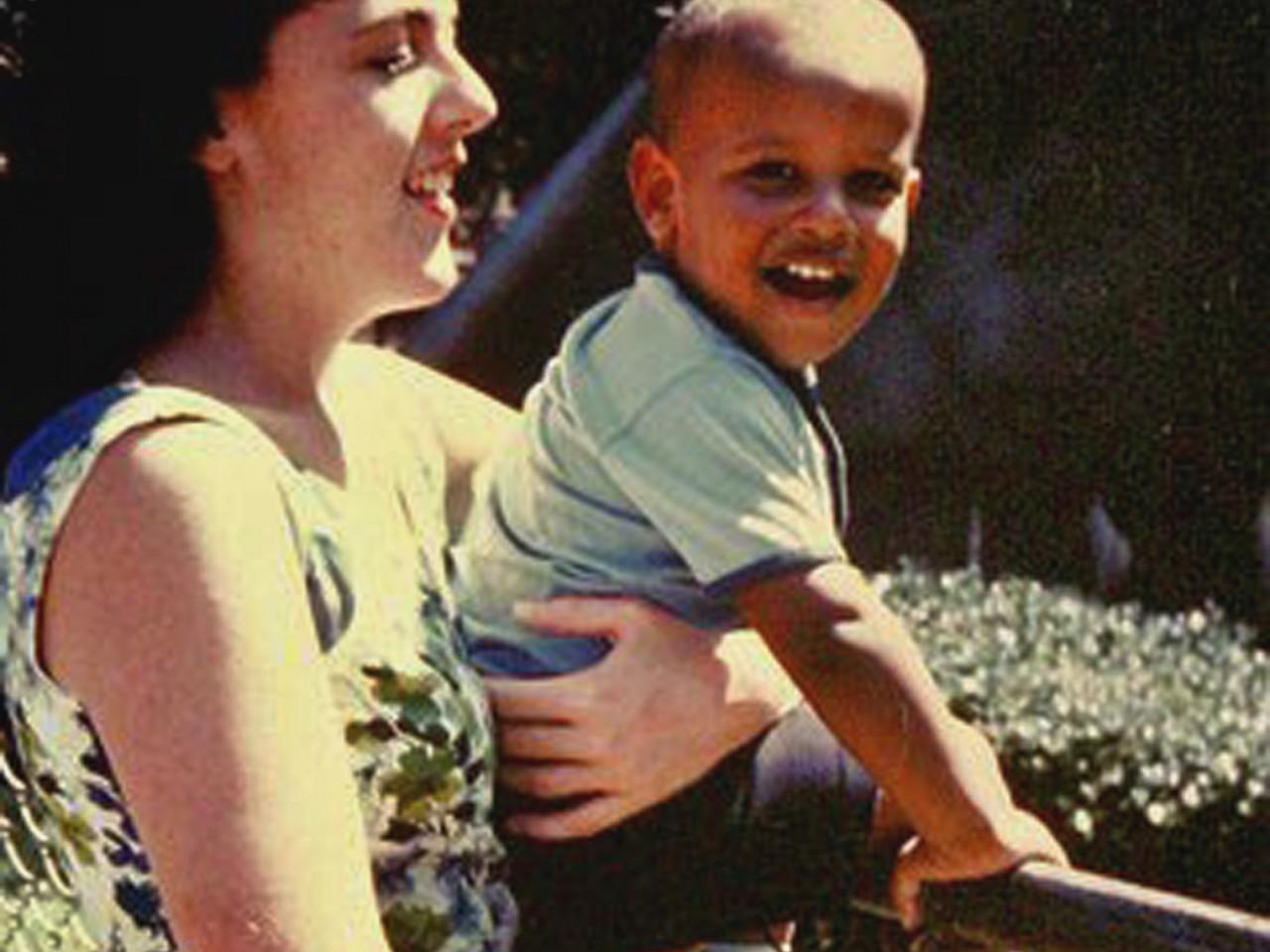 barack_obamas_mother_the_girl_who_ran_away-1280x960