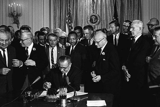 Lyndon_Johnson_signing_Civil_Rights_Act_pet