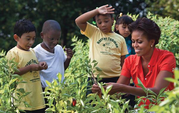 Michelle-Obama-in-garden-photo_full_600