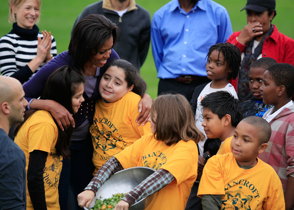 Michelle+Obama+School+Students+Help+Harvest+CC05IPliRUjl