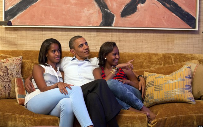 o-MALIA-AND-SASHA-OBAMA-facebook