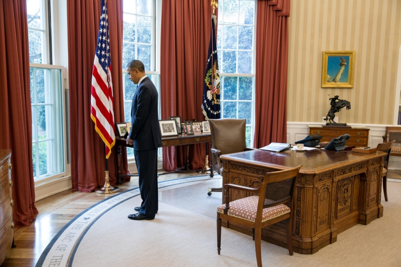 filethe reagan library oval office. President Obama Observes A Moment Of Silence In Honor The Victims Boston Marathon Bombings, Oval Office, April 22, 2013 (Photo By Pete Filethe Reagan Library Office E