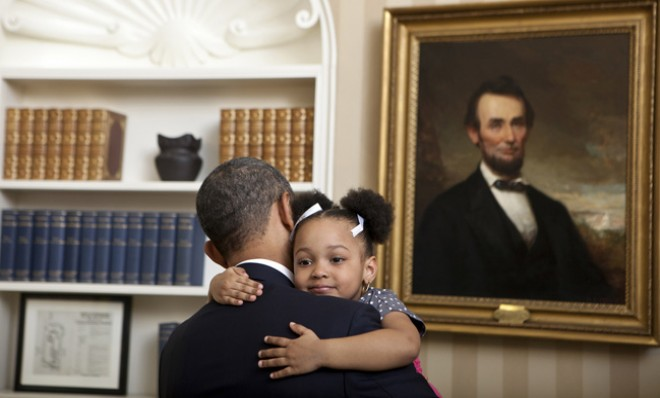arianna-holmes-3-wraps-her-tiny-arms-aroundnbsppotus-in-the-oval-office-on-feb-1-2012