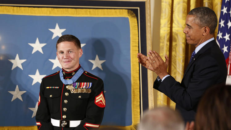 2014-06-19T194403Z_274874124_GM1EA6K09IS01_RTRMADP_3_USA-OBAMA-MEDAL