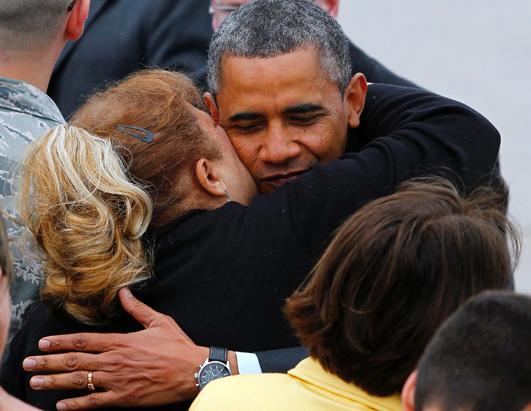 ap_obama_jersey_shore_hug_ss4_jt_130528_ssh (1)