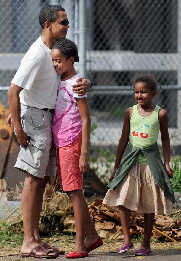 Barack-Obama-and-daughters-Sasha-and-Malia