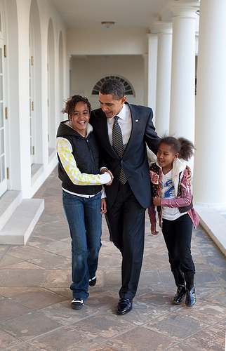 Bill.obama_.daughters