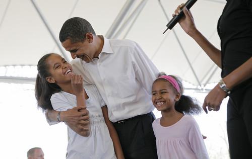 president-barack-obama-with-daughters-sasha-and-malia