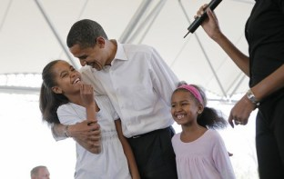 president-barack-obama-with-daughters-sasha-and-malia