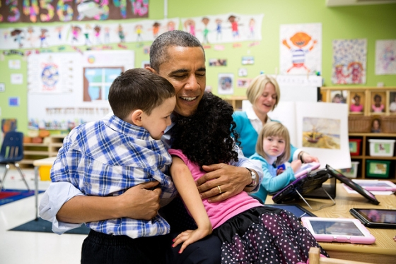 president_obama_hugging_kids