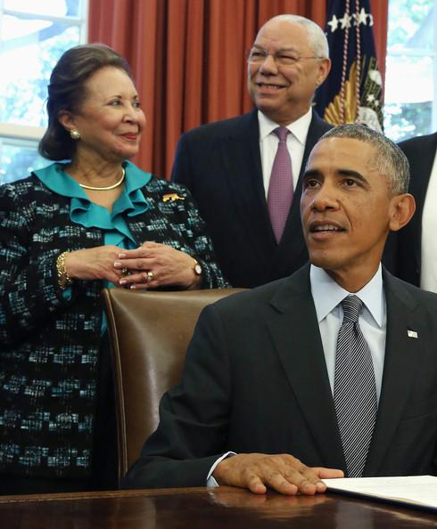 Barack+Obama+Obama+Signs+America+Promise+Summit+iNuKS9q_dLyl