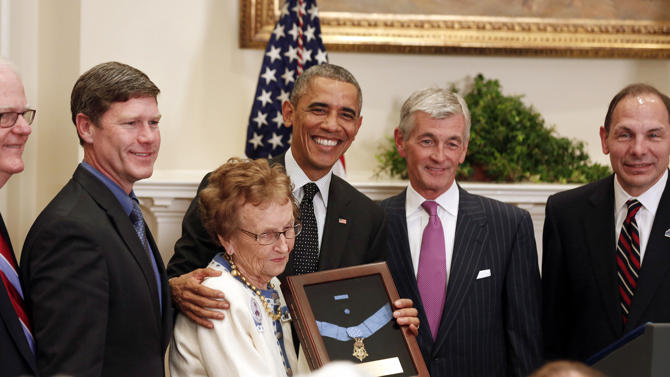 2014-11-06T174241Z_1630379530_GM1EAB704KW01_RTRMADP_3_USA-MEDALOFHONOR-CUSHING
