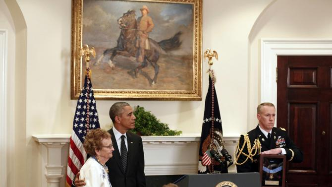 2014-11-06T174947Z_1179234681_GM1EAB7050301_RTRMADP_3_USA-MEDALOFHONOR-CUSHING