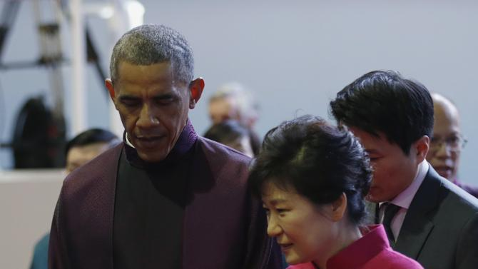 2014-11-10T135328Z_98581843_GM1EABA1OQN01_RTRMADP_3_CHINA-APEC-OBAMA