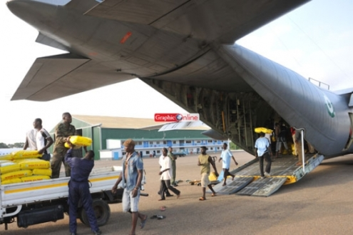 Nigerian transport plane loading food from Ghana