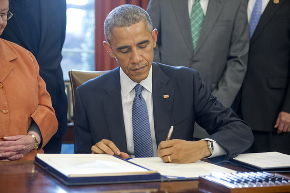 Barack+Obama+Barack+Obama+Signs+New+Grant+L9U_yNPqgB5l