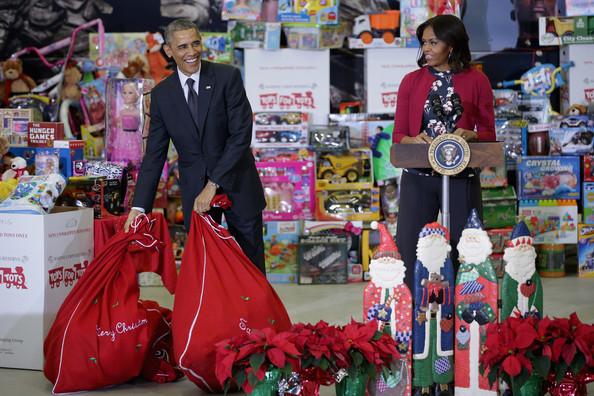 Barack+Obama+Obamas+Team+Up+Toys+Tots+88twJ-CeQ0Gl