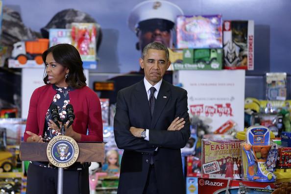 Barack+Obama+Obamas+Team+Up+Toys+Tots+ApWs_D6eNfEl