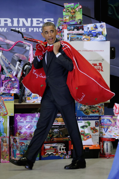 Barack+Obama+Obamas+Team+Up+Toys+Tots+dAC6n3ghr7al