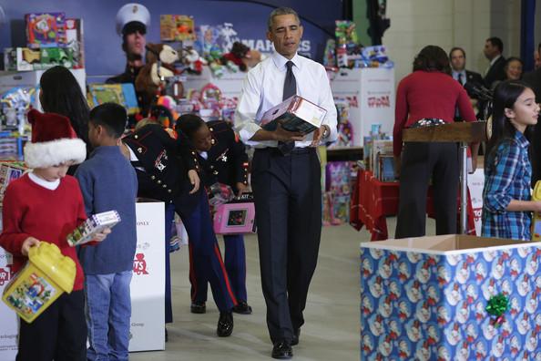Barack+Obama+Obamas+Team+Up+Toys+Tots+Rj8GX3Hr-Hjl