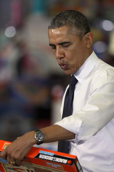 Barack+Obama+Obamas+Team+Up+Toys+Tots+rvGRTydZC3wl