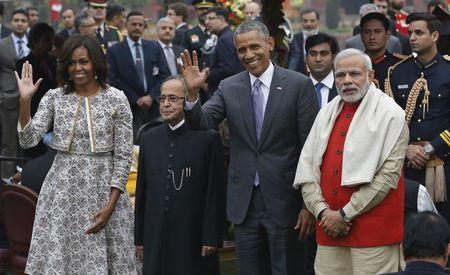 U.S. President Obama and first lady Obama wave as they pose with India's President Mukherjee and Prime Minister Modi during home reception at Rashtrapati Bhavan presidential palace in New Delhi