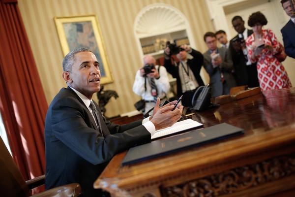 Barack+Obama+Obama+Signs+Memorandum+Disapproval+2_hQS_rR73hl