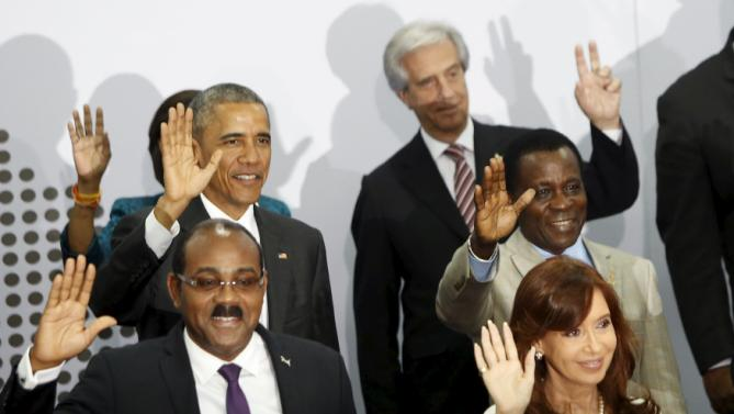 PM of Antigua and Barbuda Browne, Argentina's President Fernandez, U.S President Obama,  Grenada's PM Mitchell and Uruguay's President Vazquez wave during the family photo of the VII Summit of the Americas in Panama City