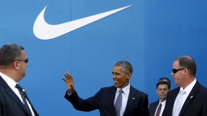 U.S. President Barack Obama waves as he arrives to deliver remarks on trade at Nike's corporate headquarters in Beaverton, Oregon May 8, 2015. Sports shoe maker Nike Inc put its weight behind Obama's push for a trade deal with Asian countries on Friday with a promise to create up to 10,000 U.S.-based manufacturing jobs if the pact is approved.     REUTERS/Jonathan Ernst      TPX IMAGES OF THE DAY