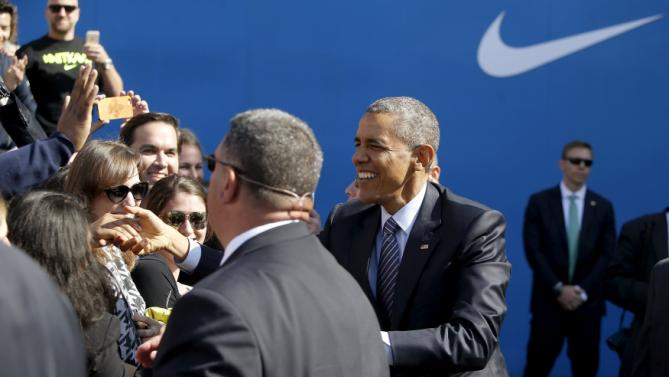 U.S. President Barack Obama greets employees as he arrives to deliver remarks on trade at Nike's corporate headquarters in Beaverton, Oregon May 8, 2015. Sports shoe maker Nike Inc put its weight behind Obama's push for a trade deal with Asian countries on Friday with a promise to create up to 10,000 U.S.-based manufacturing jobs if the pact is approved.    REUTERS/Jonathan Ernst