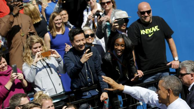 U.S. President Barack Obama bids farewell to employees after his remarks on trade at Nike corporate headquarters in Beaverton, Oregon May 8, 2015. Obama on Friday pressed fellow Democrats to support his push for a trade deal with Asian countries, promoting the benefits he sees as attainable in a visit to sneaker maker Nike Inc, which promised the pact would help it create up to 10,000 U.S. jobs. REUTERS/Jonathan Ernst