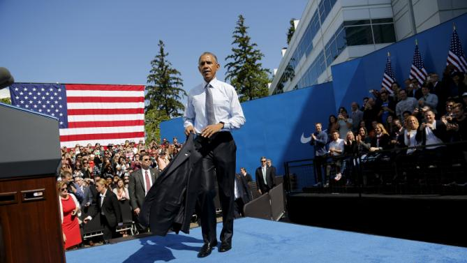U.S. President Barack Obama takes off his coat after his remarks on trade at Nike corporate headquarters in Beaverton, Oregon May 8, 2015. Obama on Friday pressed fellow Democrats to support his push for a trade deal with Asian countries, promoting the benefits he sees as attainable in a visit to sneaker maker Nike Inc, which promised the pact would help it create up to 10,000 U.S. jobs. REUTERS/Jonathan Ernst