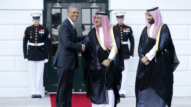 U.S. President Barack Obama welcomes Saudi Arabia's Crown Prince Mohammed bin Nayef and Deputy Crown Prince Mohammed bin Salman bin Abdulaziz as he plays host to leaders and delegations from the Gulf Cooperation Council countries at the White House in Washington May 13, 2015.  REUTERS/Jonathan Ernst