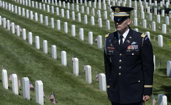 Barack+Obama+Fallen+Soldiers+Honored+Memorial+7oPn3aIE6Zul
