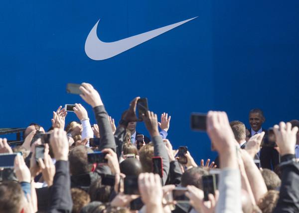 Barack+Obama+President+Obama+Speaks+Nike+Headquarters+7k0jkSwPc8bl